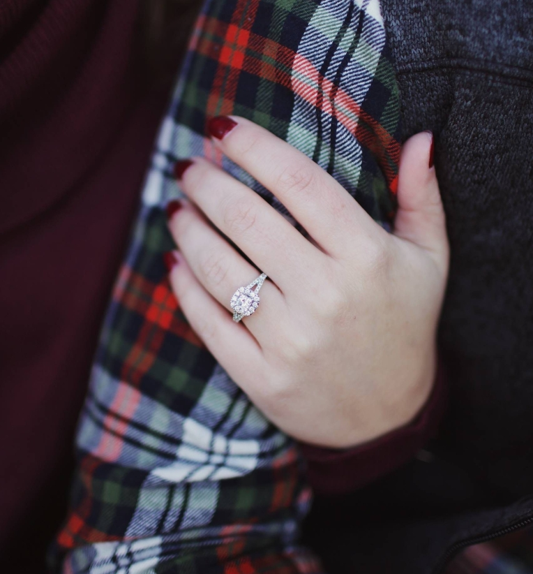 arm-couple-engagement-ring-712468